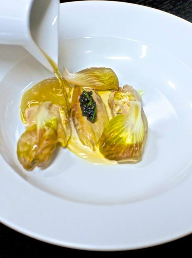 """Le ricette dei grandi chef: Andrea Berton propone """"Gallina e caviale Calvisius"""""""