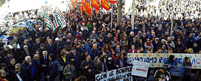 Gela, sciopero generale della città. In diecimila marciano per l'accordo di riconversione del petrolchimico Eni