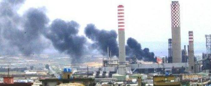 Gela, protesta dei lavoratori contro chiusura del petrolchimico Eni: bloccate le vie d'accesso alla città