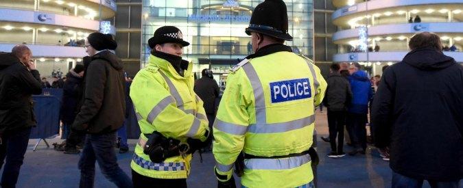 Liverpool, uomo barricato in un edificio minaccia di avere una bomba. Fermato
