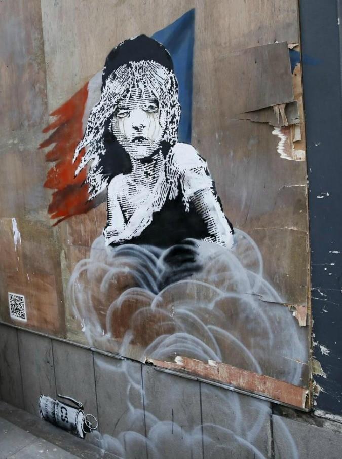 """Banksy, nuova opera a Londra. Ma il murales dedicato ai """"miserabili"""" di Calais viene subito coperto"""