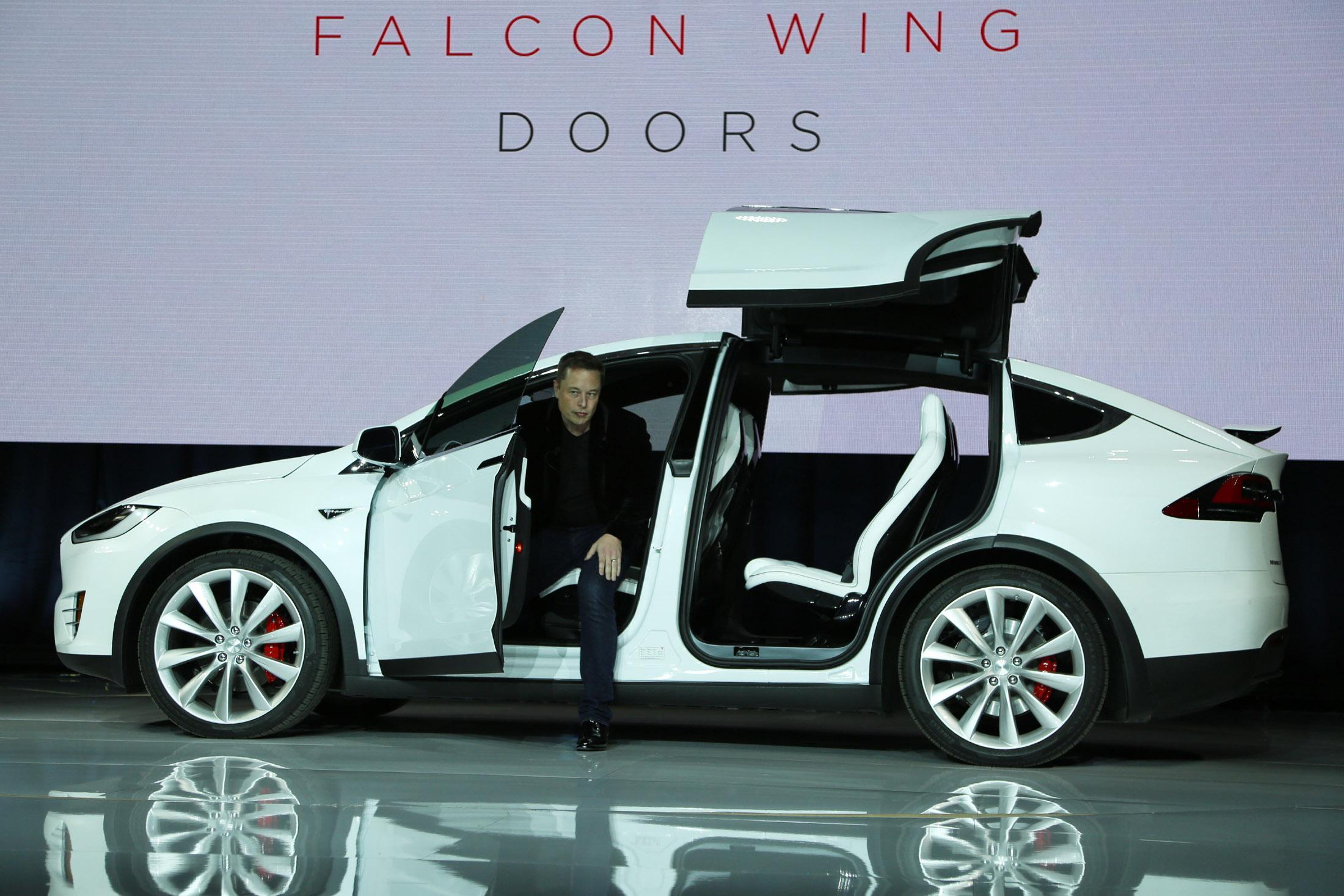 Tesla Model X, Elon Musk presenta la nuova elettrica