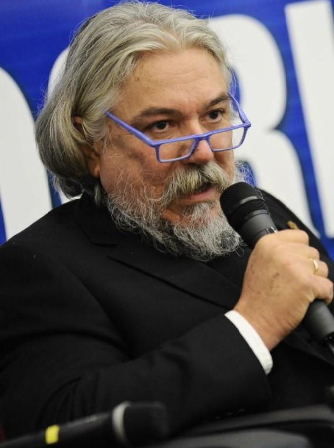 """Alessandro Meluzzi, vescovo della Chiesa Ortodossa. Ma gli esponenti ufficiali: """"Vicenda che ci espone al ridicolo. La sua organizzazione non è riconosciuta"""""""