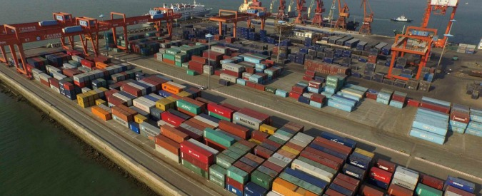 """Commercio estero, Istat: """"A marzo import in calo del 2,4% e export a -1,5%. Male le vendite negli altri Paesi Ue"""""""