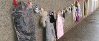 Parma, torna il Muro della gentilezza: doni destinati a chi ne ha bisogno