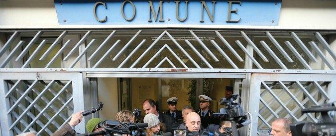 """Quarto, il sindaco Capuozzo al telefono: """"De Robbio scalcia e ricatta ma non sta ottenendo niente"""""""