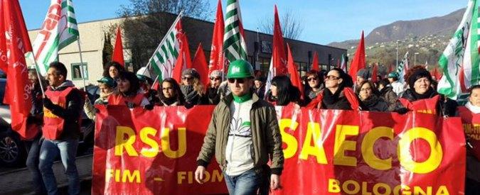 """Bologna, operaio manifesta contro l'azienda: licenziato. Fiom: """"Condotta antisindacale"""""""
