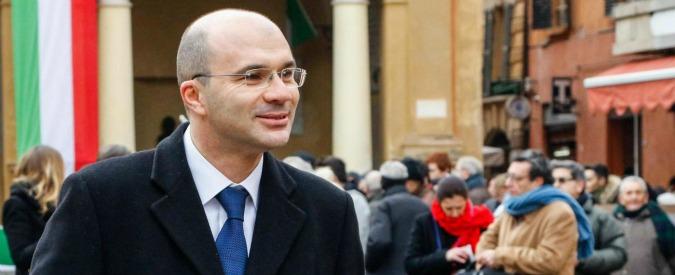 """Reggio Emilia, sindaco e moglie hanno comprato casa dall'uomo poi accusato di essere """"prestanome delle 'ndrine"""""""