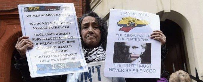 """Assange, Regno Unito e Svezia: """"Parere del comitato Onu non cambia nulla"""". Hammond: """"E' un rapporto ridicolo"""""""