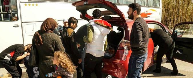 Migranti, la solidarietà della Grecia: offre cibo e cure agli afghani anche se non ha siringhe negli ospedali