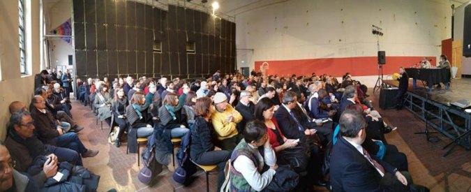 """Parma, persone """"uguali"""" nella foto dell'iniziativa Pd. M5s: """"Clonano i partecipanti"""""""