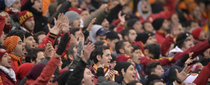 """Turchia, repressione del governo contro tifoserie di calcio ostili. E club curdo accusato di """"inneggiare al terrorismo"""""""