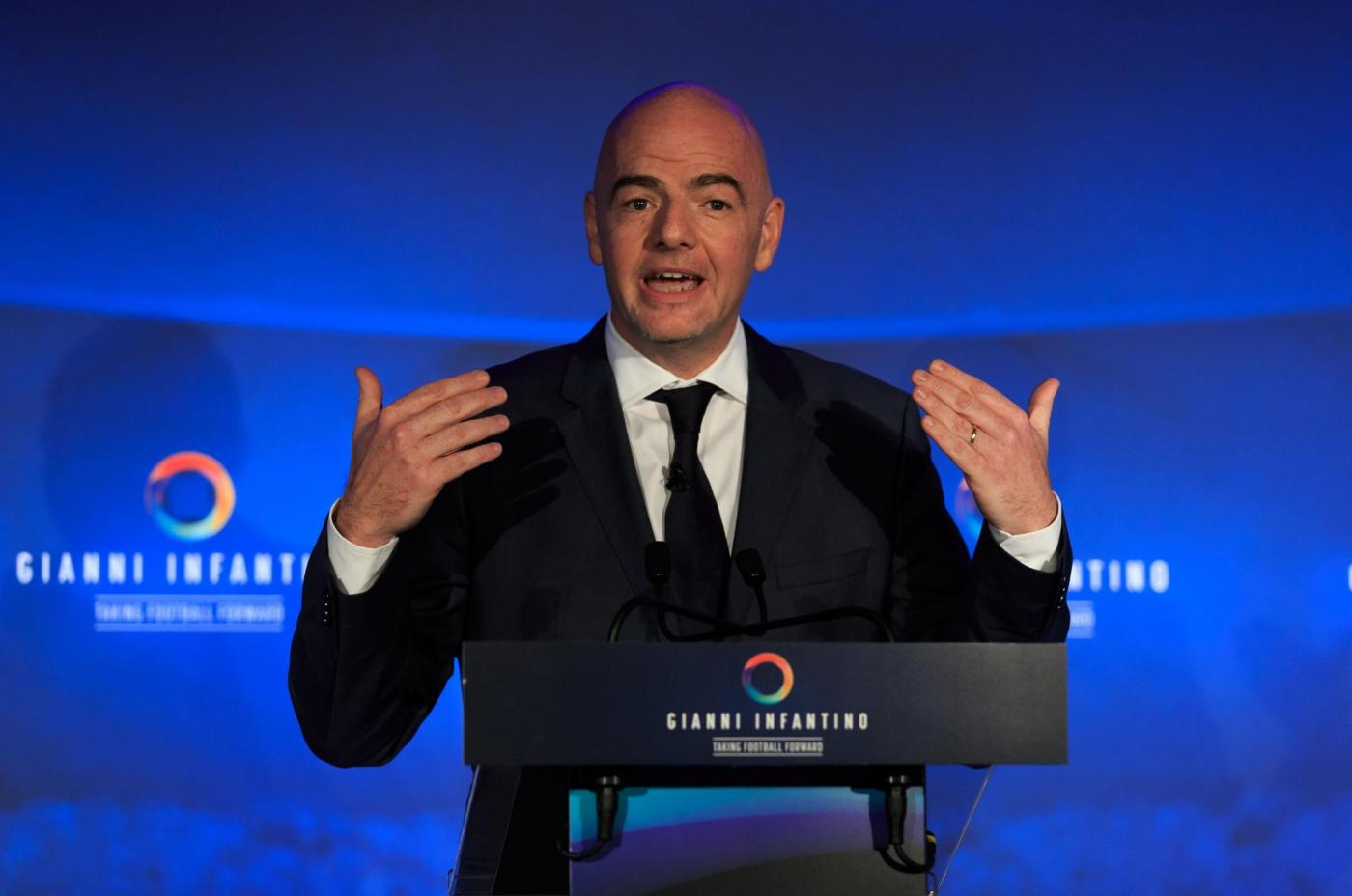 FIFA, Gianni Infantino in conferenza stampa al Wembley Stadium di Londra