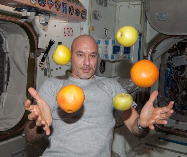 ISS-36_Luca_Parmitano_with_fresh_fruit_in_the_Unity_node