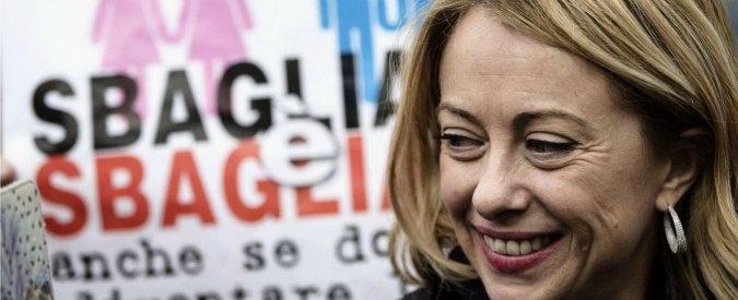 """Giorgia Meloni, attacchi per annuncio gravidanza al Family Day: """"Sono ferita"""". Mazzo di fiori da Renzi"""