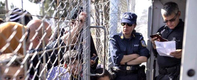 Migranti, imbuto balcanico: Austria limita gli ingressi e gli Stati dell'ex Jugoslavia chiudono le frontiere: bloccati in 10mila