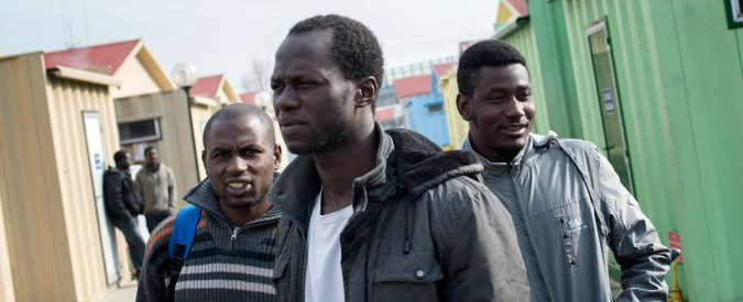 """Migranti, a Udine indagati 7 volontari: """"Invasione di edifici e favoreggiamento"""". La protesta: """"Arrestateci tutti"""""""
