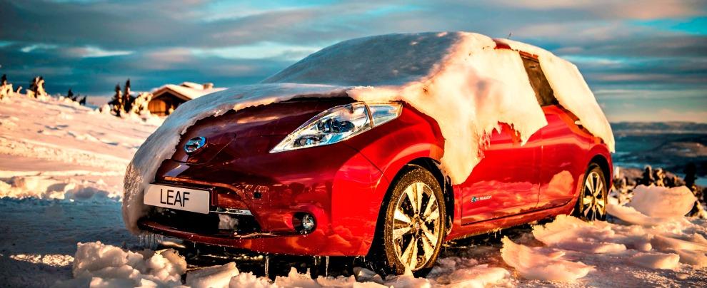 """Nissan Leaf 30 kWh, l'auto sotto zero che si """"scongela"""" con un tocco del telefonino"""