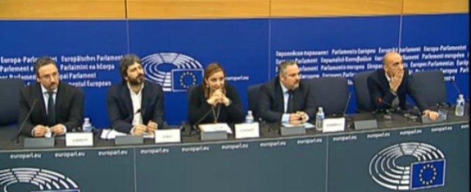 """Rai, conferenza M5s a Strasburgo. Fico: """"Riforma consegna tv ai partiti come in Polonia, Ue intervenga"""""""