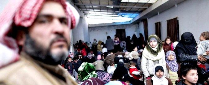 """Siria, Arabia Saudita: """"Invieremo truppe di terra"""". Aleppo, 50mila in fuga. Nato: """"Contrelleremo confine con la Turchia"""""""