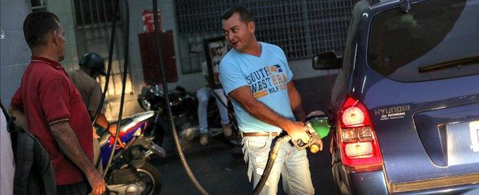 """Venezuela, Maduro aumenta del 6.000% prezzo della benzina. Dichiarata la """"crisi umanitaria alimentare"""""""