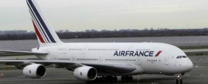"""Air France, """"guasti ai motori e scritte Allah Akbar sugli aerei. La compagnia teme dipendenti radicalizzati"""""""