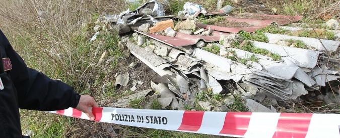 Napoli, gara comunale per la rimozione dell'amianto all'azienda di un condannato per traffico illecito di rifiuti