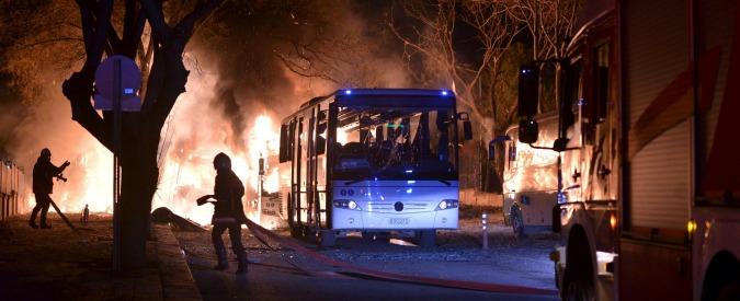 Turchia, 7 morti in esplosione contro convoglio Identificato kamikaze che ieri ha provocato 28 morti