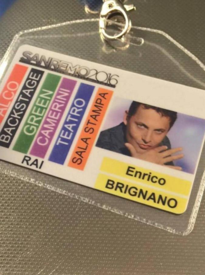 """Sanremo 2016, Brignano rimanda lo show a Roma per essere all'Ariston. I fan su Facebook: """"Vergogna"""""""