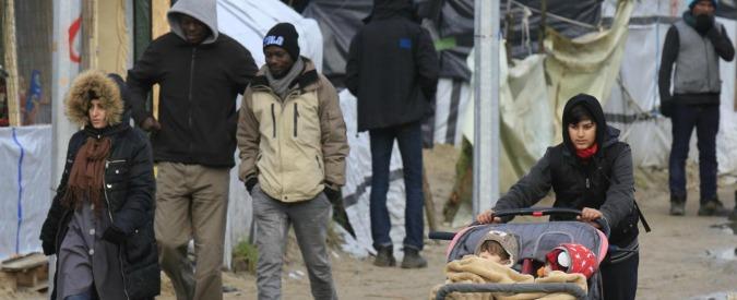 """Migranti, tribunale conferma sgombero di Calais. Le ong: """"Chi vuole andare in Inghilterra creerà altri campi"""""""