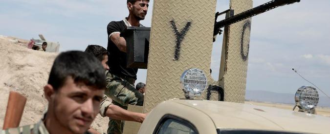 """Siria, la strategia dei curdi: """"Puntano a sedersi al tavolo dei negoziati per creare una federazione autonoma"""""""