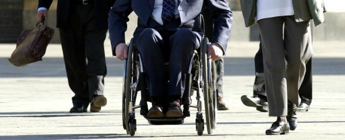 Disabili, a Bologna la prima scuola guida per l'uso delle carrozzine elettriche