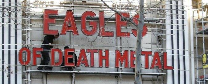 """Eagles of Death Metal, la band americana torna a Parigi: """"Tutti dovrebbero avere un'arma"""""""