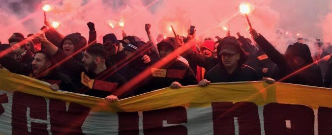 Lazio-Galatasaray, 350 tifosi turchi in centro a Roma: bombe carta e tensione. Due accoltellati nella notte