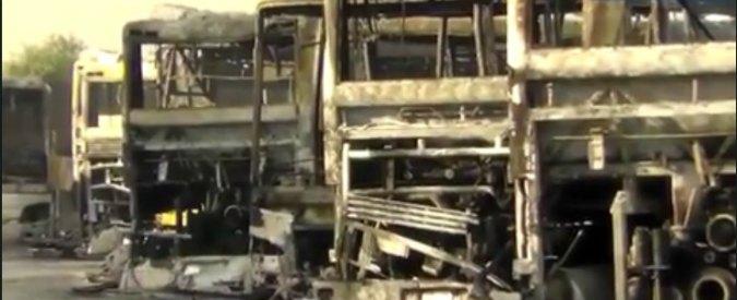 Locri, 14 autobus di linea incendiati in deposito. La pista dell'intimidazione