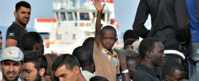 Migranti, quattro motivi per cui 'Aiutiamoli a casa loro' è una balla spaziale