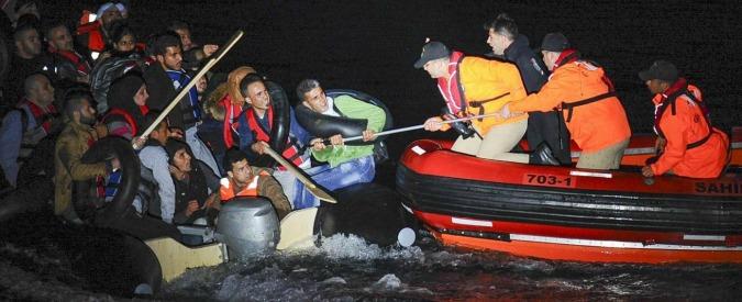 Migranti, due naufragi nell'Egeo, oltre 30 morti: 11 sono bambini. In Turchia neonata morta di freddo e fame