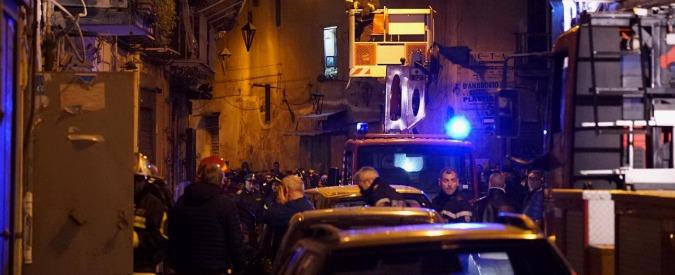 """Napoli, esplosione in centro: """"Almeno due feriti"""". Forse una fuga di gas"""