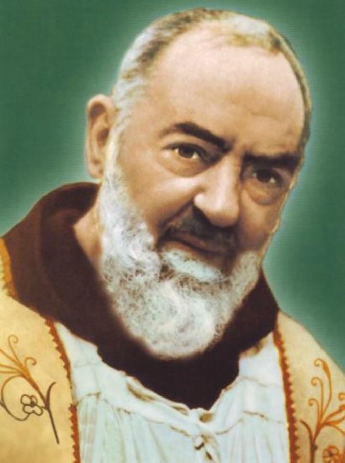 """Padre Pio in tour a Roma, tra hashtag e ironia la figura del santo spopola su Twitter: """"Don't cry for me Pietrelcina"""""""