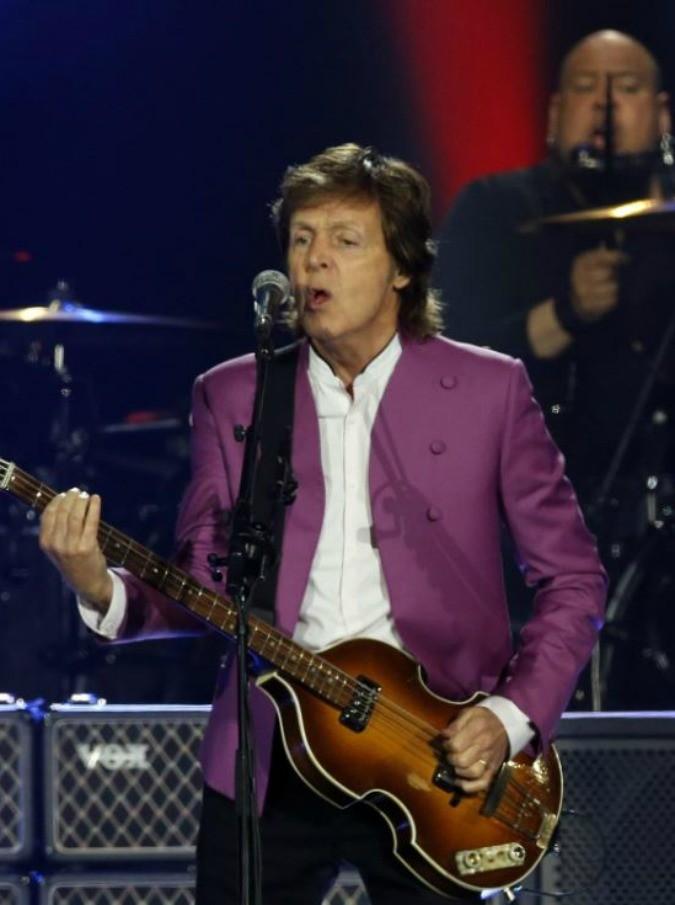 """Paul McCartney, rimbalzato al party post Grammy. Lui: """"Abbiamo bisogno di qualcuno di più famoso?"""""""