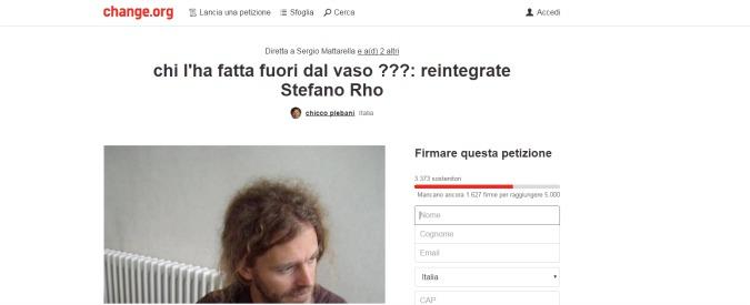 Bergamo, licenziato perché fece pipì in un cespuglio 11 anni fa. Su change.org parte petizione per il reintegro dell'insegnante