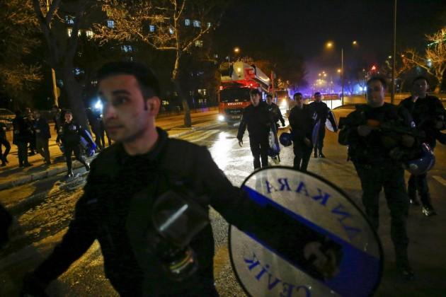Ankara, autobomba contro convoglio di militari