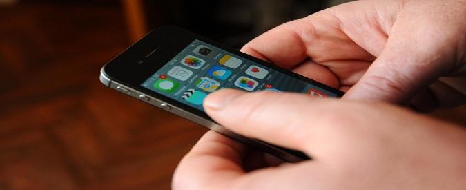 Escluso dall'esame di Stato perché sorpreso a usare lo smartphone: fa ricorso e il Tar delle Marche lo promuove