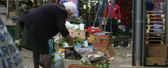 Spreco alimentare, in Francia ora è reato. In Italia ogni anno finiscono in pattumiera 8,4 miliardi di euro