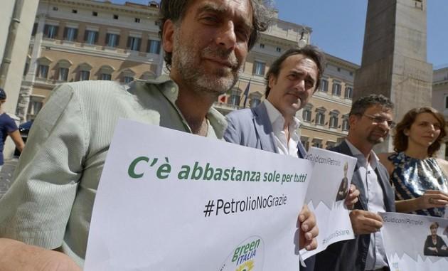 Sit-in Green Italia e Verdi contro programma energetico governo Renzi