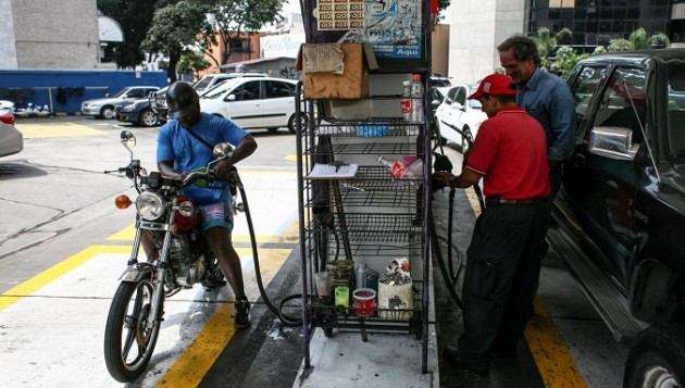 VENEZUELA-CARACAS-INDUSTRY-GASOLINE PRICE-RAISED
