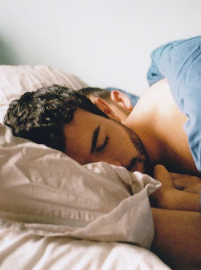 Weekend, tenera e dolorosissima storia d'amore gay. Il trailer in esclusiva per il Fatto.it