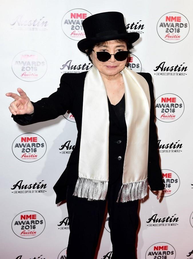 Yoko Ono ricoverata in ospedale. Si teme un ictus, ma il figlio Sean Lennon smentisce