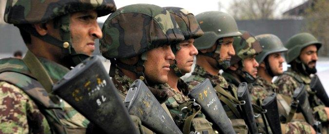 Afghanistan, quattro razzi contro il nuovo Parlamento a Kabul. Talebani rivendicano
