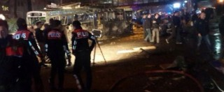 """Turchia, autobomba ad Ankara: """"Attacco kamikaze, 37 morti"""". Erdogan: """"Saremo più determinati contro terrorismo"""""""